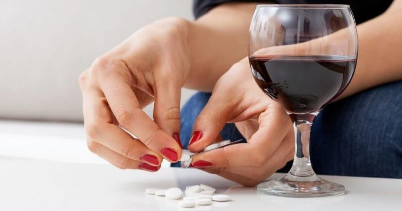 Алкоголь с обезболивающим