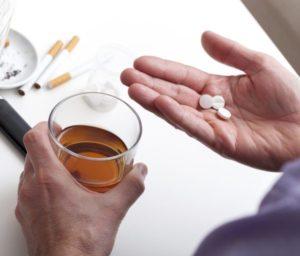 Препараты данной категории нейтрализуют воздействие алкоголя на организм, но их прием после спиртного чреват интоксикацией