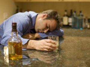 Хронический алкоголизм - основная из причин возникновения галлюциноза