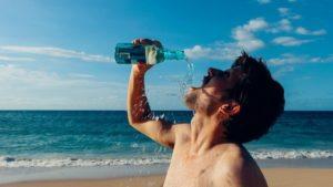 При лечении АСД рекомендуется употреблять не менее 2 л воды в день