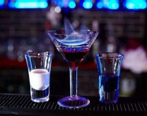 Для алкогольных коктейлей разрешается применять только напитки одного типа