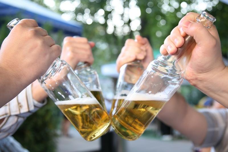 Когда можно начать принимать алкоголь