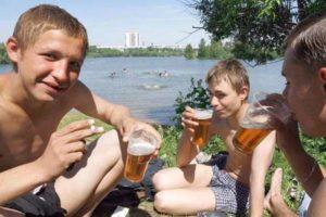 В среднем, дети начинают употреблять спиртное в возрасте от 10 до 13 лет