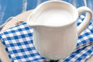 Эффективно ли пить с похмелья молоко?