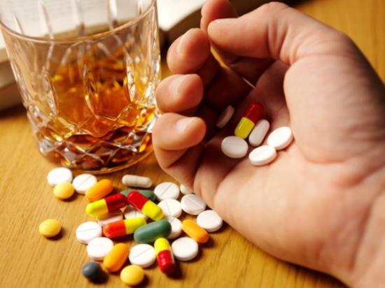 Можно ли пить спиртное с витаминами