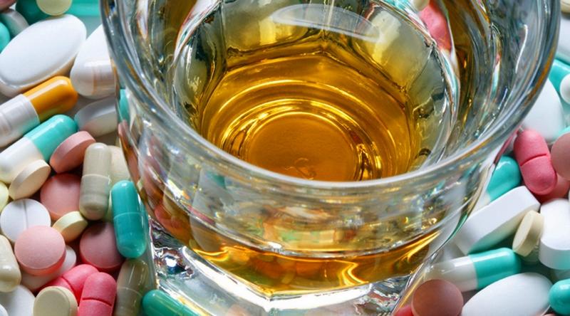 Как алкоголь влияет на антибиотикотерапию