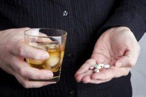 Категорически не рекомендуется сочетание Зорекс Утро с алкоголем