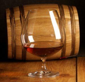 Время выдержки напитка является главным фактором при определении класса коньяка и его ценовой категории