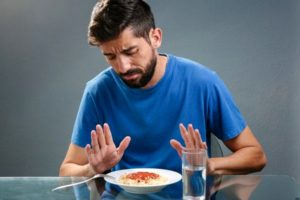 При утрате аппетита, проявлении тошноты и диареи нужно уменьшить дозировку препарата